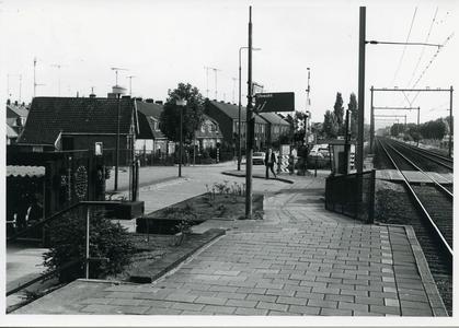 Groeneweg bij spoorwegovergang en station Bunnik