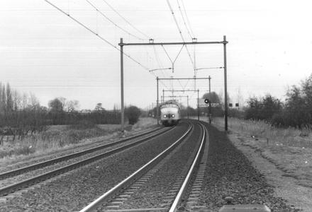 Spoorweg Bunnik met NS treinstel type 'Hondenkop'