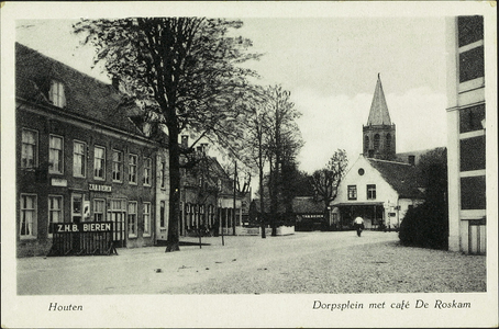Gedeelte van het Plein met links de voorgevel van café De Roskam.