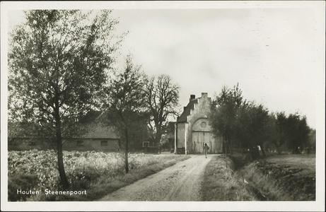 Gezicht op het poortgebouw van boerderij De Stenen Poort aan de Warinenpoort.