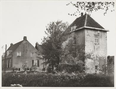 Gezicht op kasteel Vuylcop en het daarnaast gelegen Huis Vuylcop.