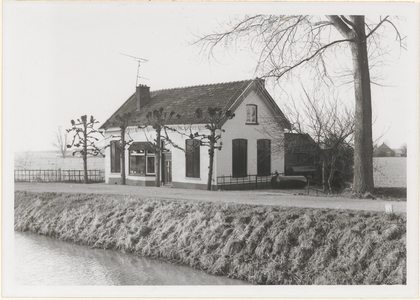 De fortwachterswoning bij fort 'Het Werk aan de Korte Uitweg'.