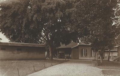 Militair kampement in Kandangan, 1918.<br/>KITLV 150865 <a class=uline href=http://kitlv.pictura-dp.nl target=_blank>beeldbank van het KITLV</a>
