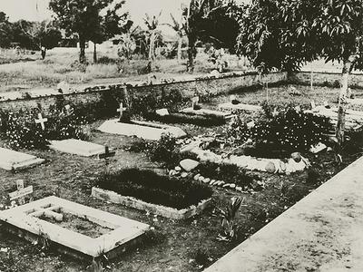 Cemetery near Kampili Camp near Malino, 1943.<br/>KITLV 25465 <a class=uline href=http://kitlv.pictura-dp.nl target=_blank>beeldbank van het KITLV</a>