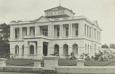 Main office of the Deli Company in Medan, around 1920.<br/>KITLV 2778 <a class=uline href=http://kitlv.pictura-dp.nl target=_blank>beeldbank van het KITLV</a>