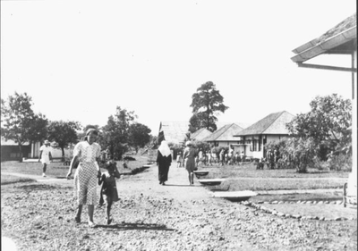 A street in Kampili Camp: the last houses and the church shed, 1945.<br/>NIOD 58207 <a class=uline href=http://www.beeldbankwo2.nl target=_blank>Beeldbank WO2</a>