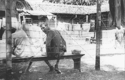 Emaciated ex-prisoners of war in the 10th Battalion's Encampment. Photo by H. Ripassa, September-October 1945.<br/>NIOD 58316 <a class=uline href=http://www.beeldbankwo2.nl target=_blank>Beeldbank WO2</a>