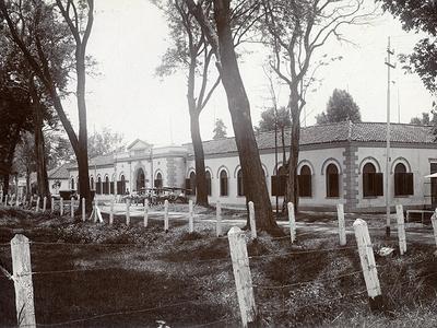 Het Militair Hospitaal in Tjimahi, circa 1927<br/>KITLV 94386 <a class=uline href=http://kitlv.pictura-dp.nl target=_blank>beeldbank van het KITLV</a>