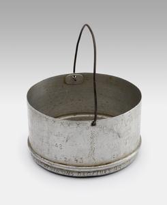 Can for food, used in camps in Bandoeng, Tjilatjap, Tjimahi and Batavia (ADEK, Kampong Makassar, 10th. Bat.).<br/>NIOD Collectie 417-397b