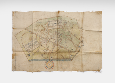 Linnen cloth with a map of Kampili Camp drawn in pencil, to play a game of goose, and accompanying rules<br/>NIOD Collectie 417-485a