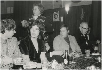 Feestavond personeel gemeente Heeze, café 't Karrewiel. 1. Cees van Poppel; 2. Ans Stoffels; 3. Mies Kunnen; 4. Bert Wijnen