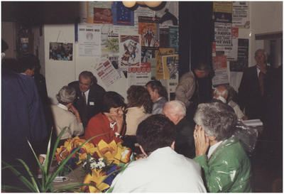 Dorpshuis Den Tovernest, Jan Deckerstraat 26, napraten na een lange dag. 1. G. van de Paal; 2. Gisela Bosman-Rick; 3. J. Bosmans