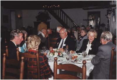 Kasteel Heeze, Kapelstraat 25. Gasten aan tafel in de grote zaal van kasteel Eymerick. 7. Wethouder mevrouw Veldkamp-Holtrop; 8. H. Veldkamp
