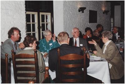 Kasteel Heeze, Kapelstraat 25. Gasten aan tafel in de grote zaal van kasteel Eymerick. 4. Mevr. G. Bosman-Rick; 6. Burgemeester Henk Bosman; 8. Mevrouw Zus Vertogen; 9. Wethouder J. Bosmans