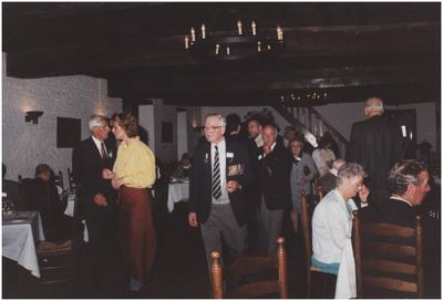 Kasteel Heeze, Kapelstraat 25. Gasten gaan aan tafel in de grote zaal van kasteel Eymerick. 4. L. Flapper; 7. Baron van Tuyll van Serooskerken