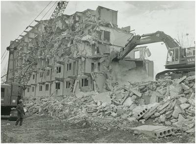 Een serie van 3 foto's betreffende de sloop van Jagershof