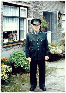 Gerardus Antonius Beijk bijgenaamd Toontje Beijk: jachtopziener van L'Escaille te Hamont in uniform
