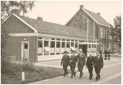 Opening douanekantoor aan de Zuid Willemsvaart Dorplein - Lozen (B): 1. Voortmans; ? 2. Schallenberg; 3. onbekend; 4. Districts comm. Douane; 5. Belgische douanier