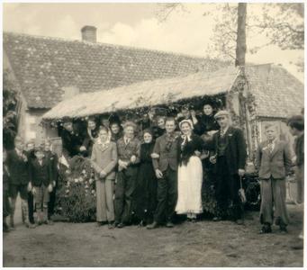 Buurtgenoten. Lies Kuppens; Mien Habraken; vlnr.: Toon van Deurzen (nr 6 ); Mien Meurkens; Jac Meurkens (nr 8); Marie van Veldhoven;