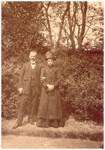 Trouwfoto van Bet Jacobs en Hendrik Duisters. Hendrik Duisters *17-10-1887 +28-12-1968 geh. 1913 Bet Jacobs *28-09-1909 +28-05-1965