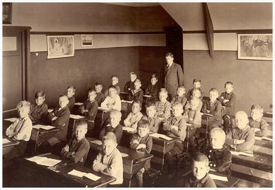 24. onderwijzer P.J.W. Donders
