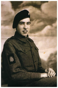 Johan van Seggelen : militair in uniform. *15-04-1925 + 14-05-1947 : Politionele acties Indonesië ,Vermiste Budelse militair in Indonesie. Begraafplaats onbekend. 1. Johan van Seggelen;