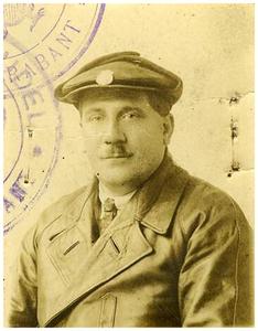 Francis van Asten : oprichter van Autobusdienst F. van Asten. 1. F. van Asten;