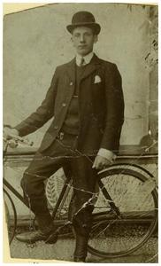 17- jarige Francis van Asten : oprichter van Autobusdienst F. van Asten. 1. Francis van Asten;