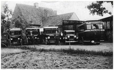 Bus- en wagenpark van de gebroeders van Asten. F.C.M. van Asten ;