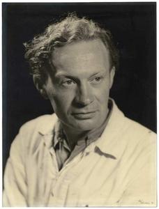Jan van Cranenbroek: * 25-05-1920 + 31-10-2009, Schilder, kunstschilder, grimeur en jarenlang de bekende St Nicolaas grimeur. 1. Jan van Cranenbroek;