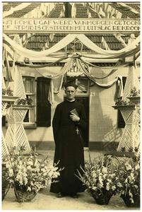 Neomist pater Adrianus van Meijl : priester gewijd in 1941, 1e H.mis in 1945 vanwege oorlog 1.Adrianus van Meijl;
