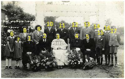 Neomist : Familiefoto t.g.v. Neomist pater Tinus Lammers. 3. Tinus Lammers;
