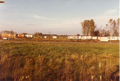 Serie van 23 foto's van het woonwagencentrum aan de Bovist in Asten