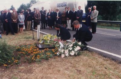 Serie van 9 foto's bij de herdenking van de moord op burgemeester Smulders (Someren) en burgemeester Wijnen (Asten) 50 jaar geleden.
